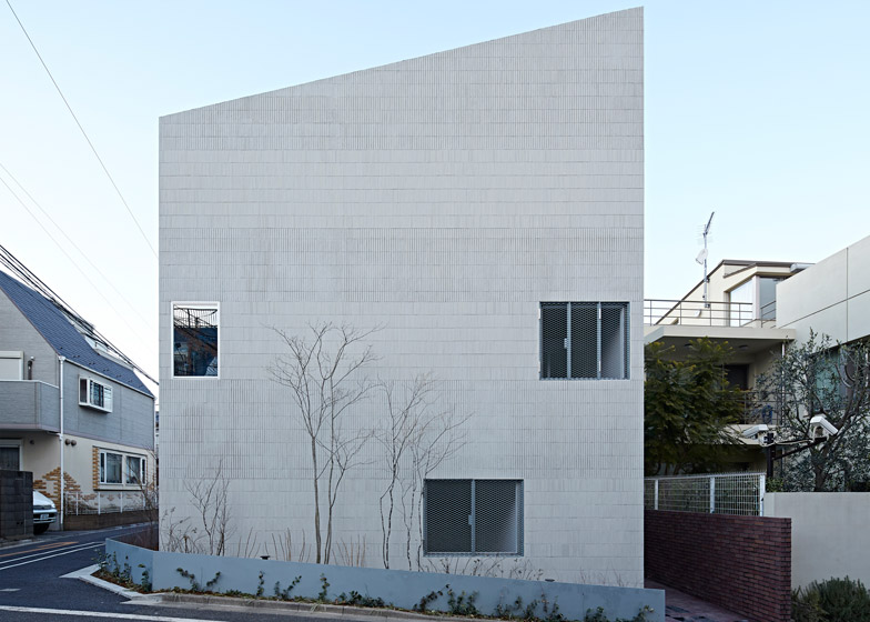 RC structured apartment building in Tokyo by Oggi