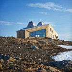 Remote mountain site hosts hikers' cabin by Jarmund/Vigsnæs Arkitekter