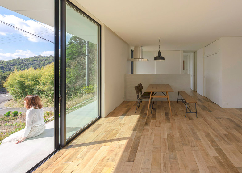 Shirahama no Hiraya by Okuwada Architects Office