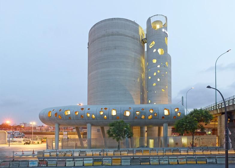 Monolithic concrete silos by VI.B Architecture form Parisian cement company HQ