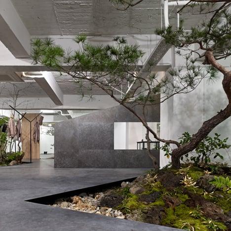 Sisii showroom by Yuko Nagayama & Associates<br /> is interspersed with rockeries