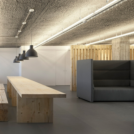 Wooden screens divide TBWA/Lisbon offices by ColectivArquitectura