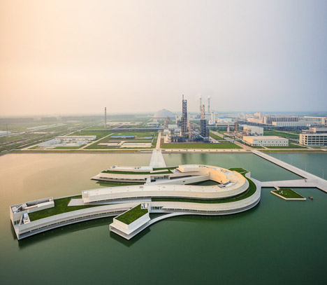 http://static.dezeen.com/uploads/2014/08/The-Building_On_the_Water_Shihlien_Chemical_plant_by_Alvaro_Siza_dezeen_468_7.jpg