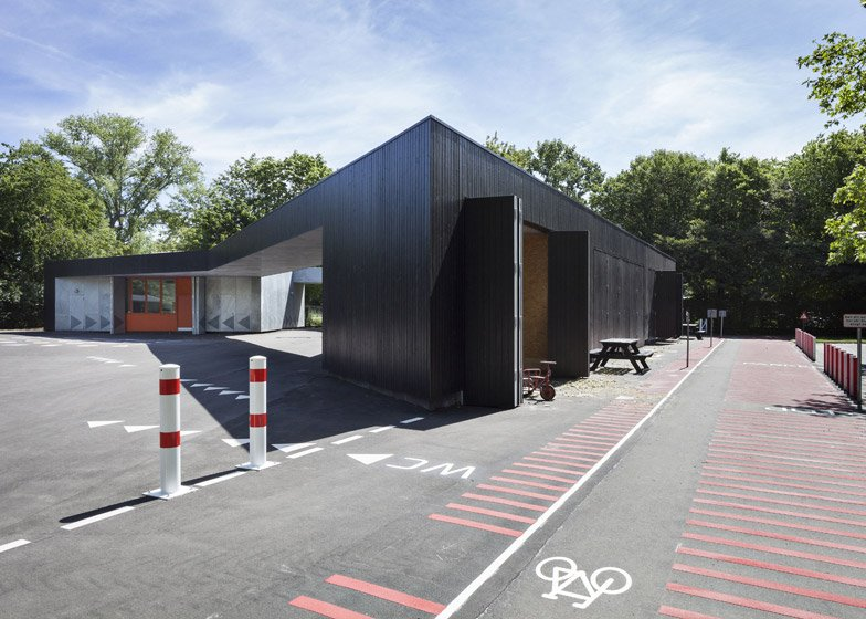 Traffic House by MLRP