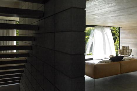 Waiatarua House by Monk Mckenzie
