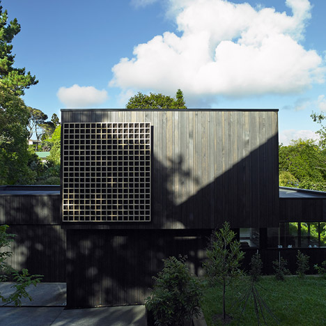 Waiatarua House by Monk Mackenzie incorporates a wooden lattice
