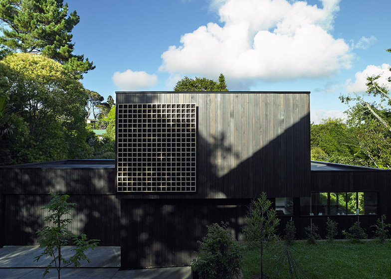 Waiatarua house by monk mackenzie incorpoates a wooden lattice malvernweather Image collections