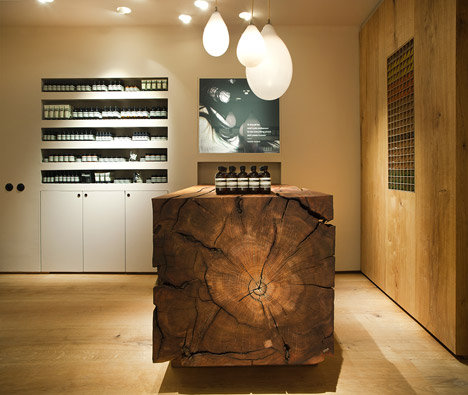 Pendelleuchte mit Kupfer und Glas Kassierer Theke aus Holz