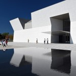Fumihiko Maki completes white granite museum for the Aga Khan Foundation