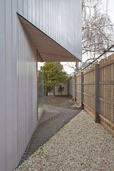 Bow House by Edwards Moore has a narrow middle that frames a patio