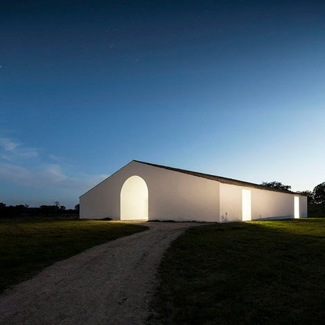 Manuel Aires Mateus revives a Portuguese farmhouse to create Casa no Tempo