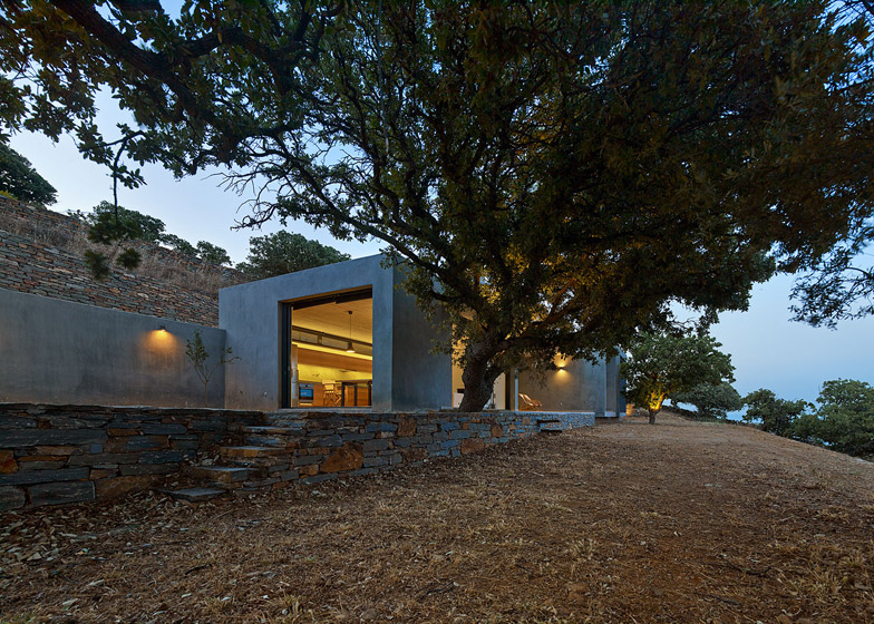 House in Kea by Stassinopoulos and Daskalakis