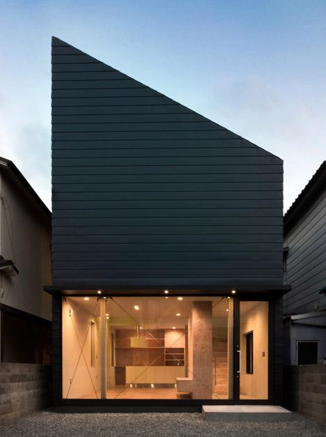 "Shintaro Fukuhara's family home has a glass facade like ""a showroom"""