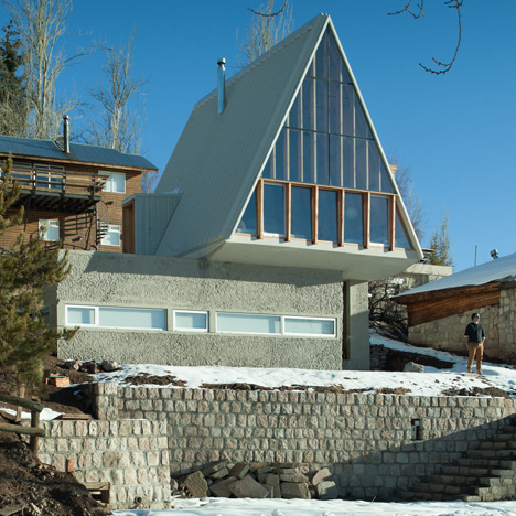 DRAA adds sharply pointed roofline to La Leonera Mountain Retreat