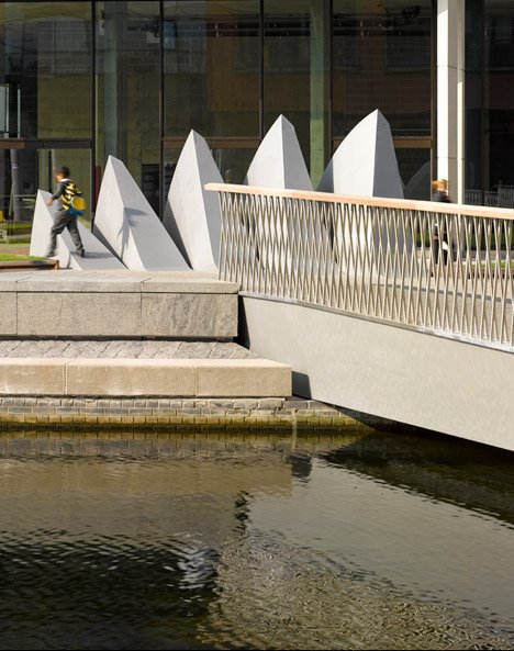 Merchant Square footbridge by Knight Architects