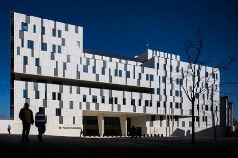 Polícia Judiciária headquarters in Lisbon by Saraiva + Associados