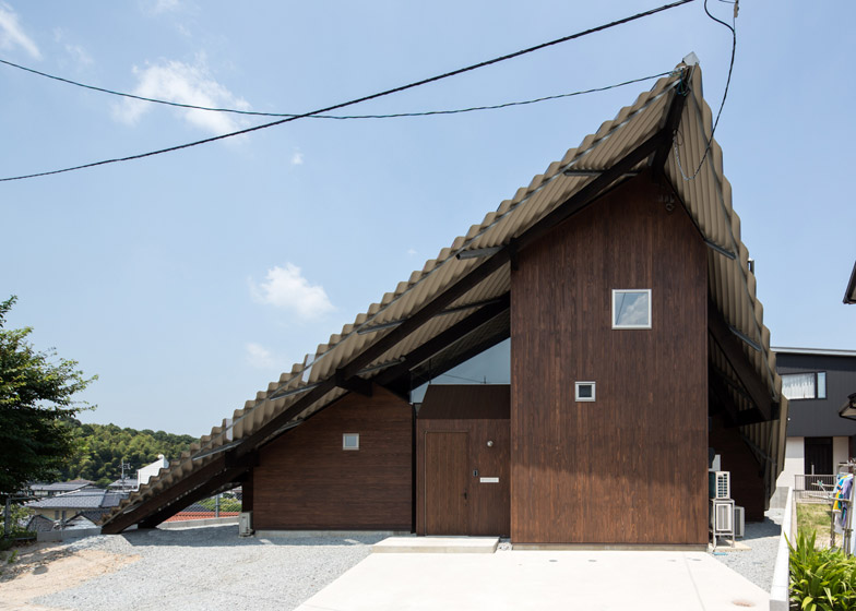Rain Shelter House In Japan Envelops Seven Blocks Under One Roof