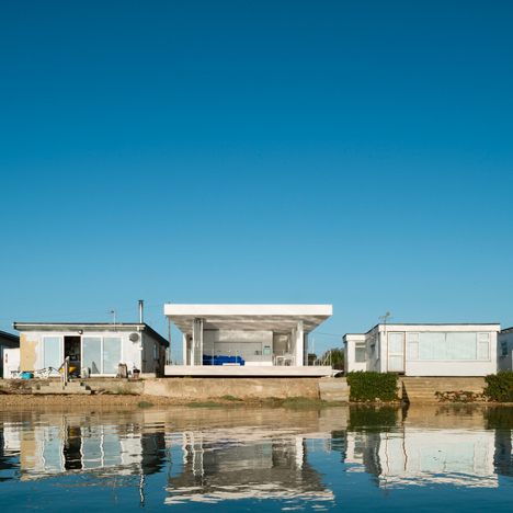 "The Kench is a British seaside chalet designed to ""encourage outdoor living"""