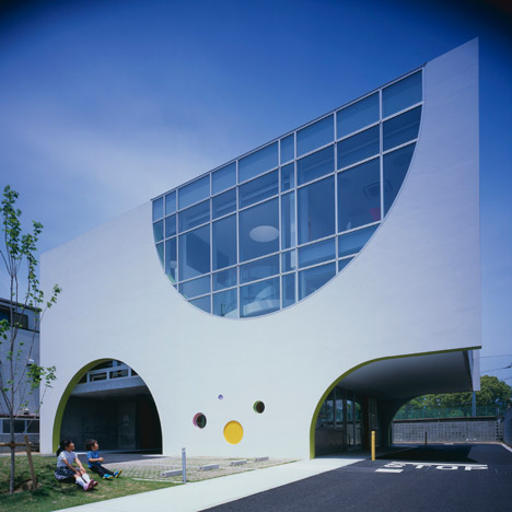 Drive-through restaurants provide a model for Naoko Horibe's White Rose English School