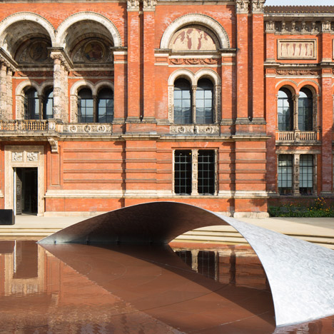 Zaha Hadid installs aluminium wave over pool in V&A museum garden