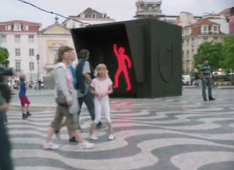 Interactive dancing traffic lights make waiting