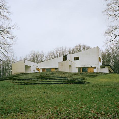 Armin Linke, 2014: Maison Louis Carré, Bazoches-sur-Guyonne, France, Alvar Aalto, (1956-1959, 1961-1963). Image courtesy Armin Linke, VG Bild-Kunst, Bonn, 2014