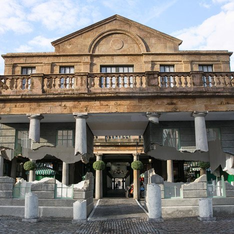 "Alex Chinneck performs architectural ""magic trick"" with Covent Garden building installation"