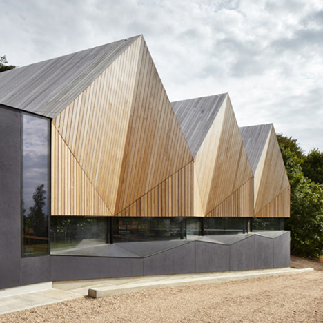 Alfriston-Swimming-Pool-by-Duggan-Morris_dezeen_468_6.104806