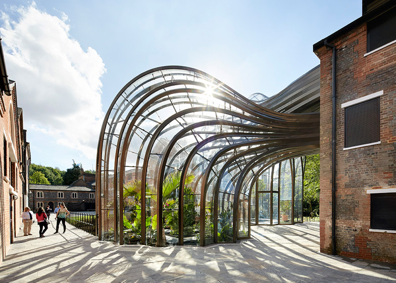 Bombay Sapphire by Thomas Heatherwick - photographed by Hufton and Crow