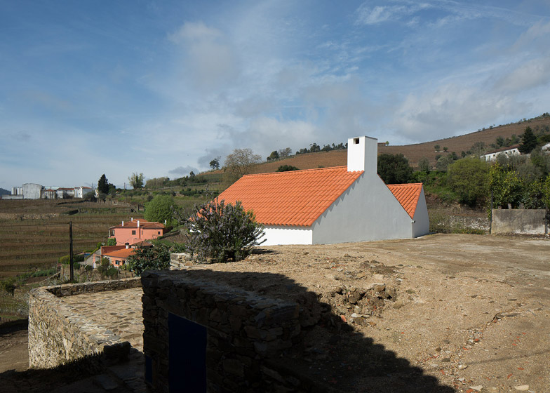 Casa dos Caseiros by SAMF