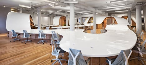 "Clive Wilkinson creates 330-metre-long ""super-table"" for Barbarian Group offices"