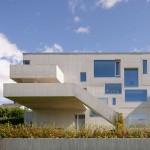 "Carl-Viggo Hølmebakk completes ""labyrinth-like"" concrete home in Norway"