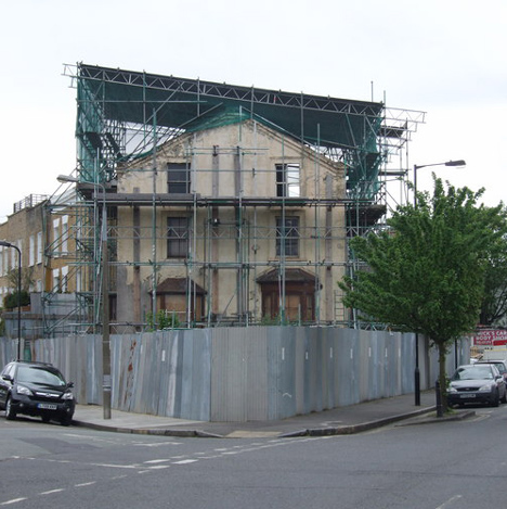 "David Adjaye to transform ""Mole Man"" house in London"