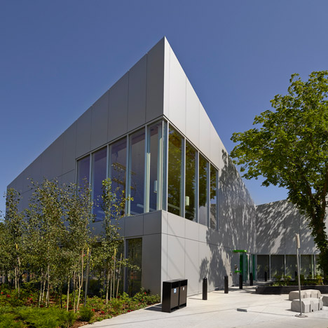 Highlands_Branch_Library_in_Edmonton_by_schmidt_hammer_lassen_dezeen_sq