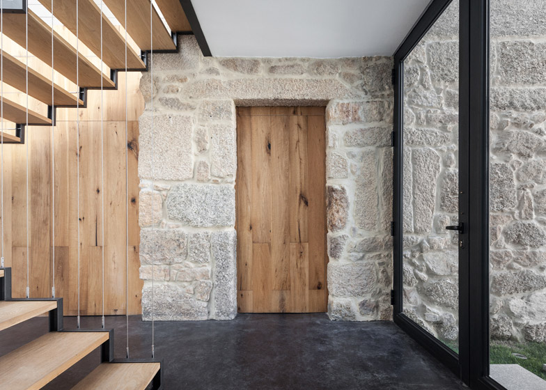House JA by Filipe Pina + Ines Costa