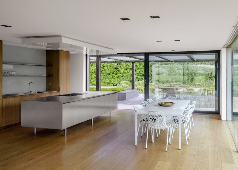 House in Oxfordshire by Peter Feeny Architects