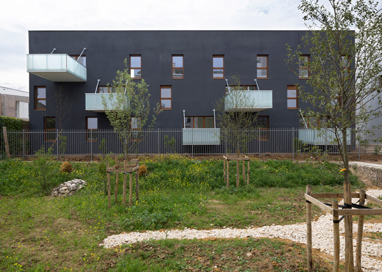 Housing in Nanterre by CFA