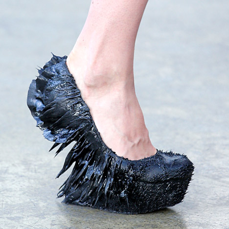 Jolan van der Wiel magnetic shoes for Iris van Herpen