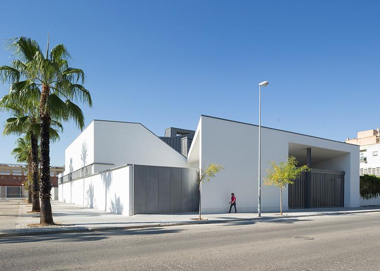 La Ascension del Señor Church by AGi architects