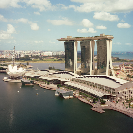 "Moshe Safdie on Marina Bay Sands: a single tower would have been ""unbearable"""
