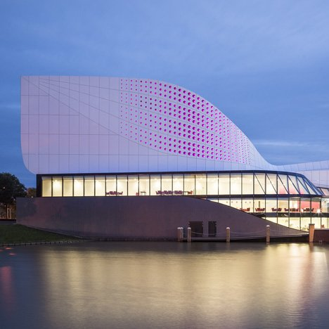 UNStudio's Theatre de Stoep improves its acoustics with a moving auditorium ceiling
