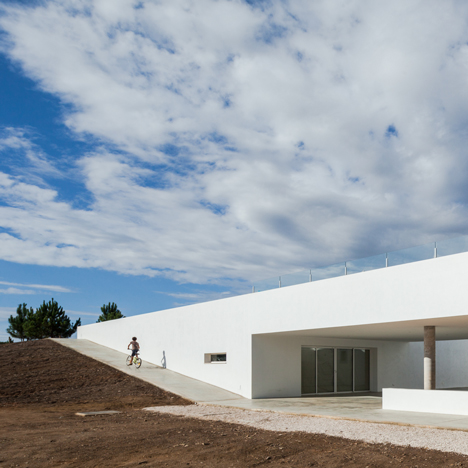 I-da Arquitectos sinks holiday apartments into the Portuguese countryside