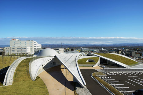 Science Hills Komatsu by Mari Ito