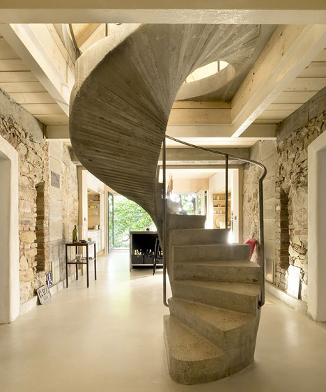 Studio_and_House_in_Prague_by_A1Architects_dezeen_468_18