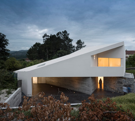 Taíde House by Rui Vieira Oliveira and Vasco Manuel Fernandes
