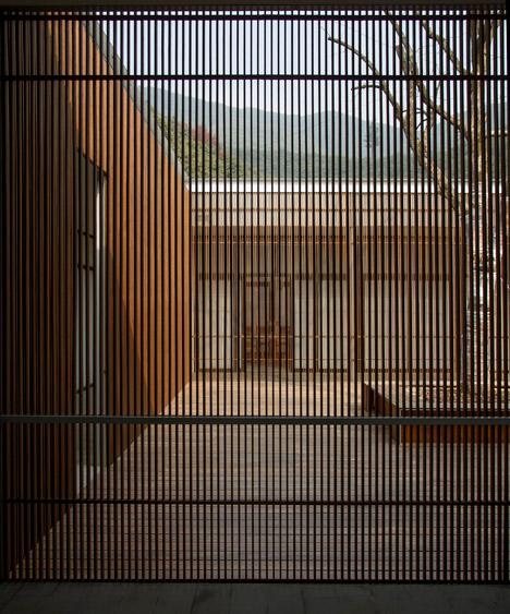 The Screen by Li Xiaodong