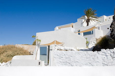 A Holiday House in Santorini Island by Alexandros Kapsimalis and Marianna Kapsimalis