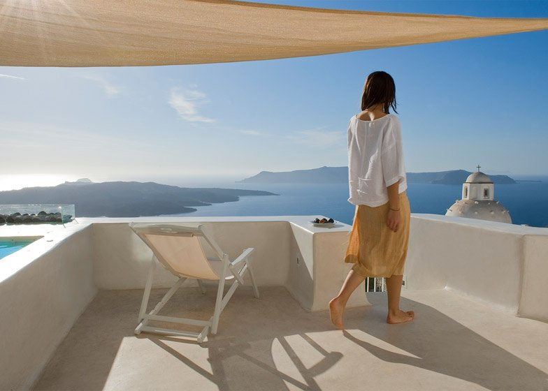 A Holiday House in Santorini Island by Alexandros Kapsimalis and Marianna Kapsimali