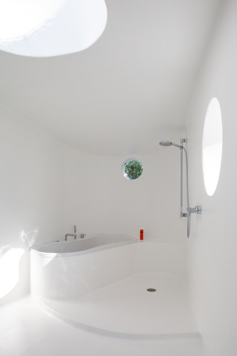 A-copper-annex-to-a-fermette-by-Vens-Vanbelle-architecture_dezeen