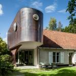 "Atelier Vens Vanbelle adds ""retro-futuristic capsule"" to a Belgian home"